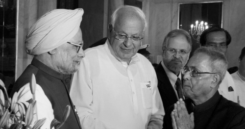 The President of India, Pranab Mukherjee (right) with the Prime Minister of India,  Manmohan Singh (left).