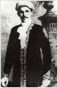 A young Jinnah in traditional attire.