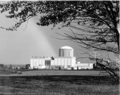 The nuclear power plant at Kewaunee in Wisconsin. Image above is from Wikimedia Commons.
